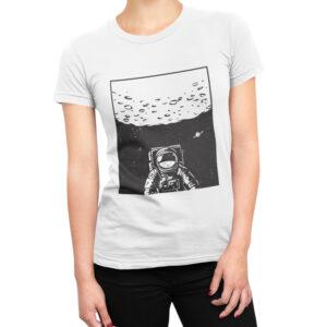 Camiseta Feminina Branca – 100% Algodão – Ilustração Astronauta em missão Apollo