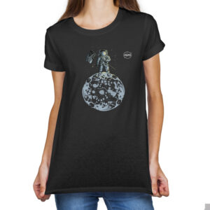 Camiseta Feminina Preta – 100% Algodão – Ilustração Homem na Lua Logo NASA Meatball