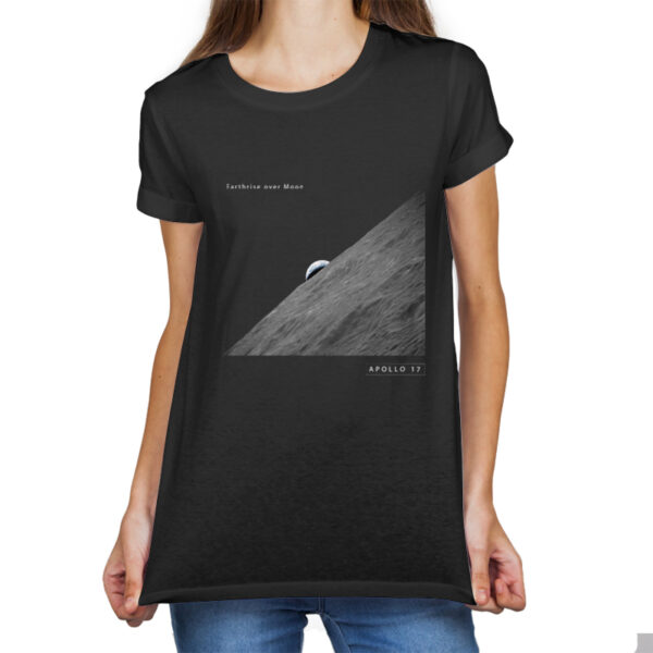 Camiseta Unissex Preta - 100% Algodão - Foto Earthrise Over The Moon