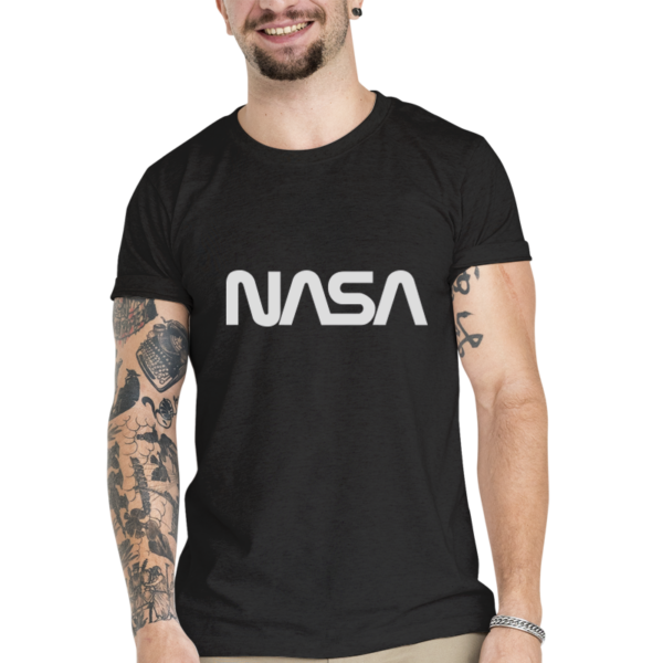 Camiseta Unissex Preta - 100% Algodão - Logo Nasa Worm