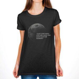 """Camiseta Feminina Preta – 100% Algodão –  """"One Small Step For a Man"""""""